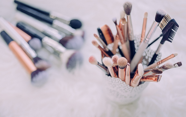 Time to show your makeup brushes some love.